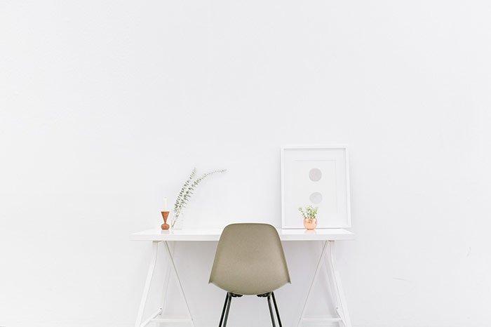 Minimalist computer desk
